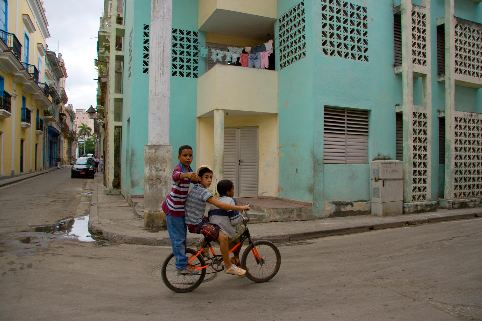015-REV_kids-on-bike